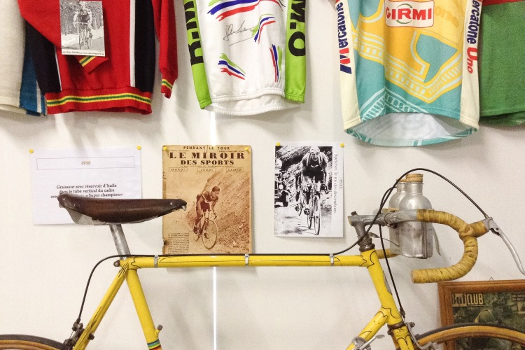 Tour de France yellow bike