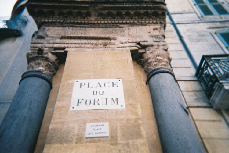 arles-place-du-forum